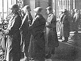 Швейцарские солдаты в касках M 18