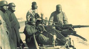 Немецкие солдаты в касках М 42